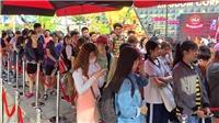 Fan rồng rắn xếp hàng chờ mua album của Sơn Tùng M-TP