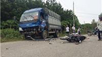 Xe máy đấu đầu xe tải làm 2 người thiệt mạng, 1 người bị thương