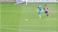 Pha núp sau thủ môn, lén lút cướp bóng ghi bàn quyết định ở phút bù giờ gây sốt