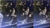 Tiền vệ Barkley của Everton bị người lạ đấm liên tục trong một quán bar ở Liverpool