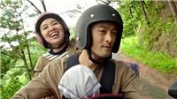 Johnny Trí Nguyễn ẵm em cùng Lê Khánh