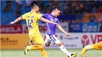 Quang Hải ra sân trận đấu với Thanh Hóa