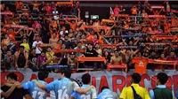 CĐV bóng đá Thái Lan khổ hơn Việt Nam