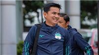 CĐV Thái Lan mong mỏi Kiatisuk trở về