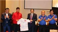 Đại sứ Việt Nam tại UAE thăm đội tuyển Việt Nam