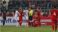 HLV Bert van Marwijk: 'Trọng tài rút thẻ đỏ với tốc độ chóng mặt'