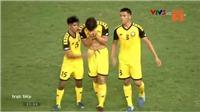 VIDEO: Hậu vệ Brunei khóc nức nở sau khi bị đuổi khỏi sân sau pha phạm lỗi với Quang Hải