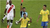 Brazil 3-1 Peru: Cận cảnh Gabriel Jesus nhận thẻ đỏ, khóc, tức giận đấm vào màn hình VAR