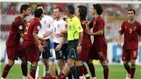 TIẾT LỘ: Neville từng phải hòa giải cho Rooney và Ronaldo