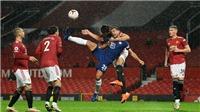 Cựu trọng tài giải thích tại sao Chelsea không được thổi 11m trận hòa MU