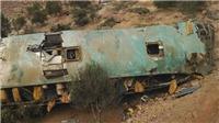 Xe buýt rơi từ độ cao 80m làm ít nhất 20 người thiệt mạng
