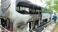 Xe khách bốc cháy kinh hoàng, 12 người thoát chết