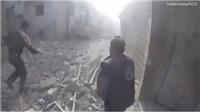 VIDEO: Đứng tim khoảnh khắc moi bé gái sơ sinh dưới đống đổ nát