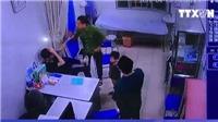 VIDEO người nhà bệnh nhi đấm vào mặt bác sĩ bệnh viện Xanh Pôn