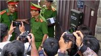 CHÙM ẢNH khám xét nhà 2 nguyên Chủ tịch Đà Nẵng liên quan vụ án Phan Văn Anh Vũ