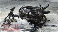Thanh niên châm lửa đốt xe máy,  cửa ngõ sân bay Tân Sơn Nhất rối loạn