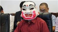 Chủ nhân giải Jackpot Vietlott đeo mặt nạ múa lân nhận giải hơn 300 tỷ đồng
