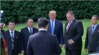 Tổng thống Trump 'lưu luyến' tiễn Tướng Triều Tiên tận cửa xe ô tô