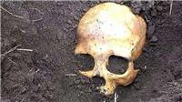 Chết lặng khi phát hiện hộp sọ người chồng đầu tiên của vợ và hành động của người đàn ông Nga