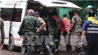Giải cứu đội bóng Thái Lan: Vì sao các thành viên được giải cứu chưa được gặp người thân?