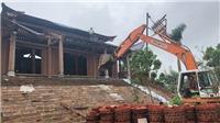 Chùm ảnh: Xem 500 người phá dỡ 'cung điện' xây trái phép tại Ba Vì