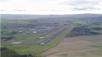 VIDEO: Thót tim khoảnh khắc thiết bị không người lái lượn sát máy bay chở 850 khách