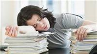 Một nữ nhân viên công sở 'tham ô' hàng nghìn giờ làm để....ngủ