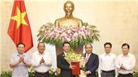 Thủ tướng trao Quyết định quyền Bộ trưởng Thông tin và Truyền thông cho ông Nguyễn Mạnh Hùng