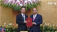 VIDEO Thủ tướng trao quyết định quyền Bộ trưởng Thông tin và Truyền thông cho ông Nguyễn Mạnh Hùng