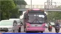 Xe du lịch cỡ lớn 'tung hoành' phố cổ Hà Nội