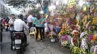 Quà tặng ngày Phụ nữ Việt Nam: Đồng hồ, túi xách, quần áo... hay nước hoa?