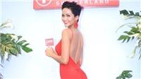 Hoa hậu H' Hen Niê 'khoe' lưng trần gợi cảm