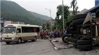 Va chạm giữa xe container, xe tải và xe khách khiến 3 người thương vong