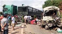 Tai nạn giao thông, xe khách va chạm với xe đầu kéo khiến 11 người bị thương