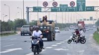 Xử lý tình trạng xe máy lưu thông vào làn đường dành cho ô tô trên đại lộ Thăng Long
