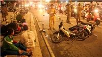 Ô tô đâm kéo lê hàng loạt xe máy, nhiều người thương vong, tài xê trốn khỏi hiện trường