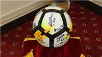 Đấu giá quả bóng và áo đấu Đội tuyển Việt Nam tặng Thủ tướng để hỗ trợ Tết cho người nghèo