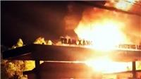 Cháy xe bồn và trạm xăng, 2 người nguy kịch