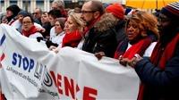Tuần hành 'Khăn đỏ' đáp lại biểu tình 'Áo vàng'