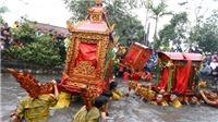 'Choáng' với nghi lễ rước kiệu quay tại Lễ hội đền - chùa Phượng Vũ