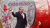 Phó Thủ tướng Thường trực Trương Hòa Bình dự và đánh trống khai hội Chùa Tam Chúc