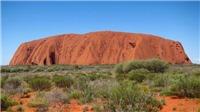 Du khách đổ xô lên núi thiêng Uluru Australia trước khi bị đóng cửa