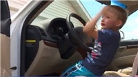 VIDEO: Bé trai 4 tuổi tự lái ô tô đi mua kẹo