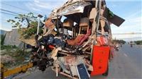 2 xe giường nằm đâm nhau trên Quốc lộ 1 qua Khánh Hòa, 25 người thương vong