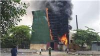 Hàng trăm người nỗ lực dập tắt đám cháy lò luyện thiếc ở Nghệ An