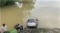 Thanh Hoá: Xe taxi lao xuống sông, một người tử vong, một người mất tích