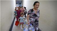Cảnh người dân KĐT Linh Đàm, Hà Nội rồng rắn xếp hàng lấy nước sạch