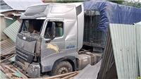 3 người thoát chết sau vụ xe container mất lái tông sập nhà