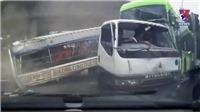 VIDEO: Vượt đèn đỏ, xe tải gây tai nạn liên hoàn