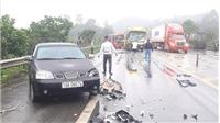 Tai nạn trên cao tốc Nội Bài - Lào Cai làm bốn xe ô tô hư hỏng, hai người bị thương